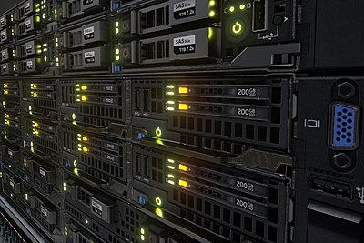 Cliquez sur l'image pour la voir en taille réelle  Nom : Servers Render 03.jpg Affichages :25 Taille :325,7 Ko ID : 21375